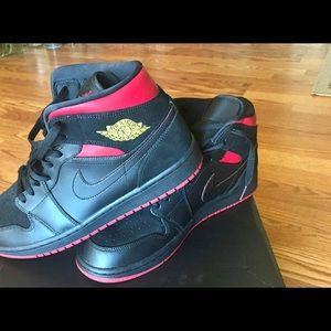 air jordan retro 1 black red